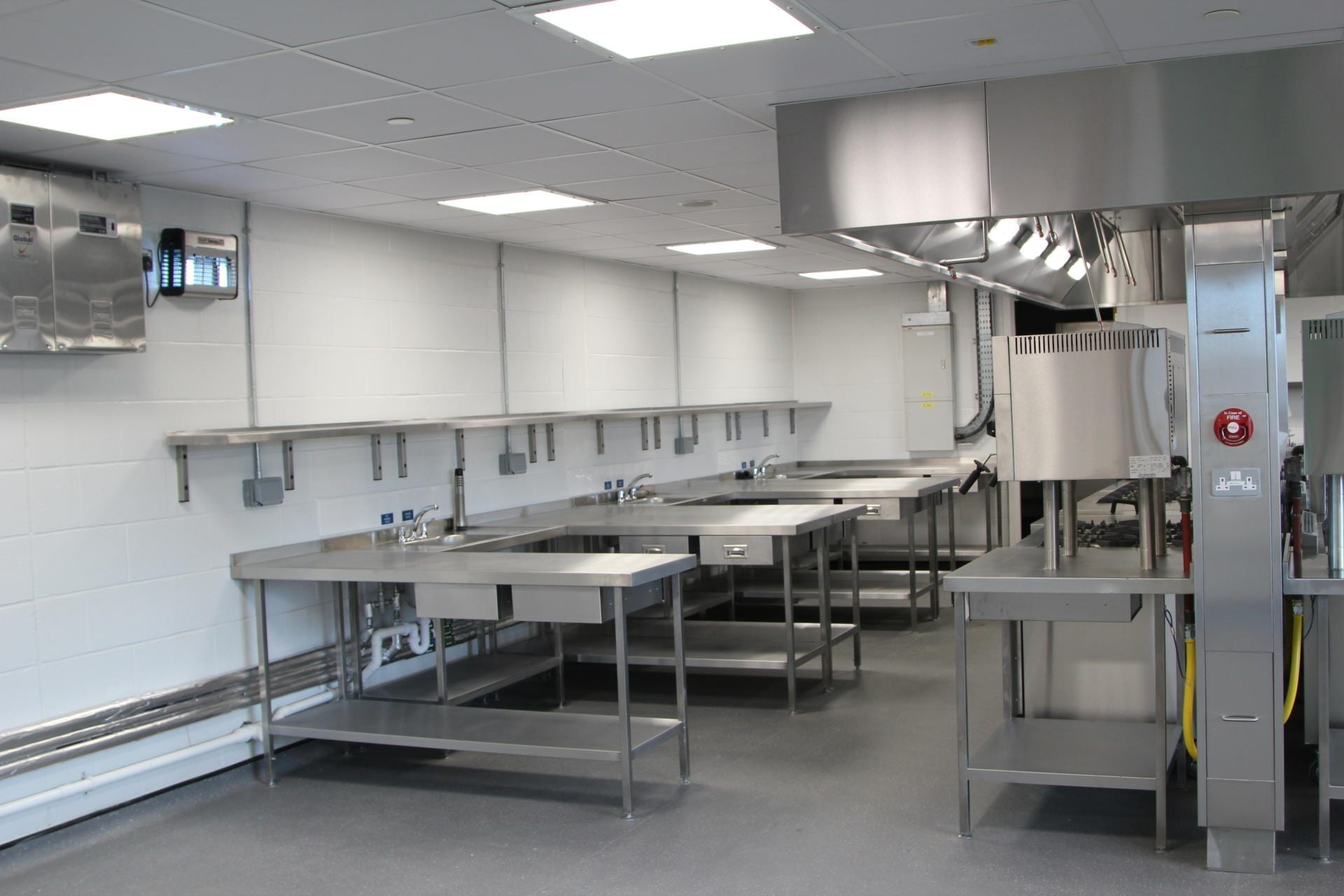 All_Saints_academy_Cheltenham_Commercial_Kitchen_Training_cookline_peninsula_spacecatering_1