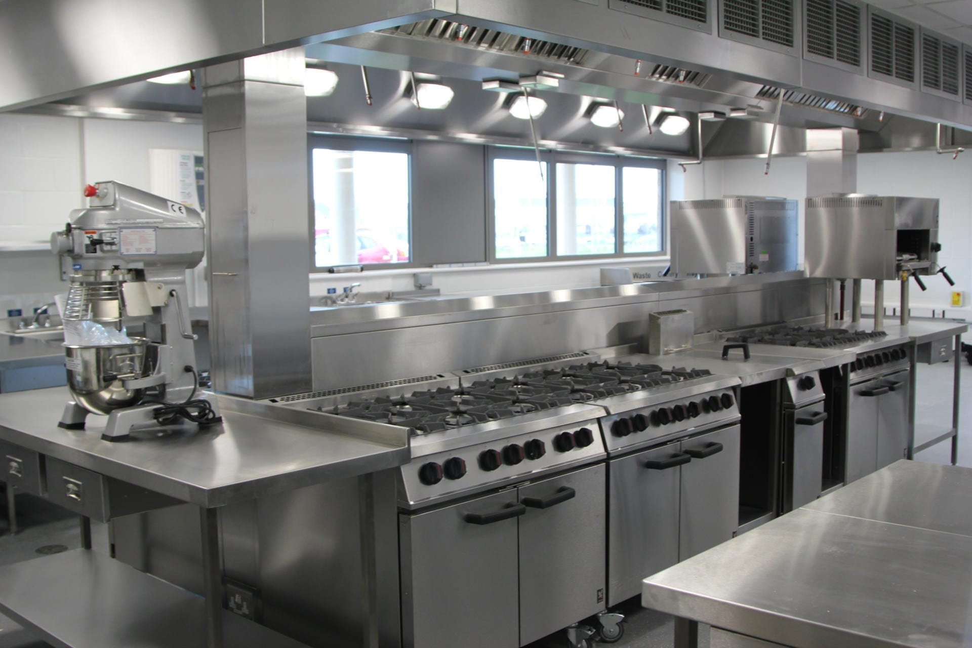 All_Saints_academy_Cheltenham_Commercial_Kitchen_Training_cookline_peninsula_spacecatering_5
