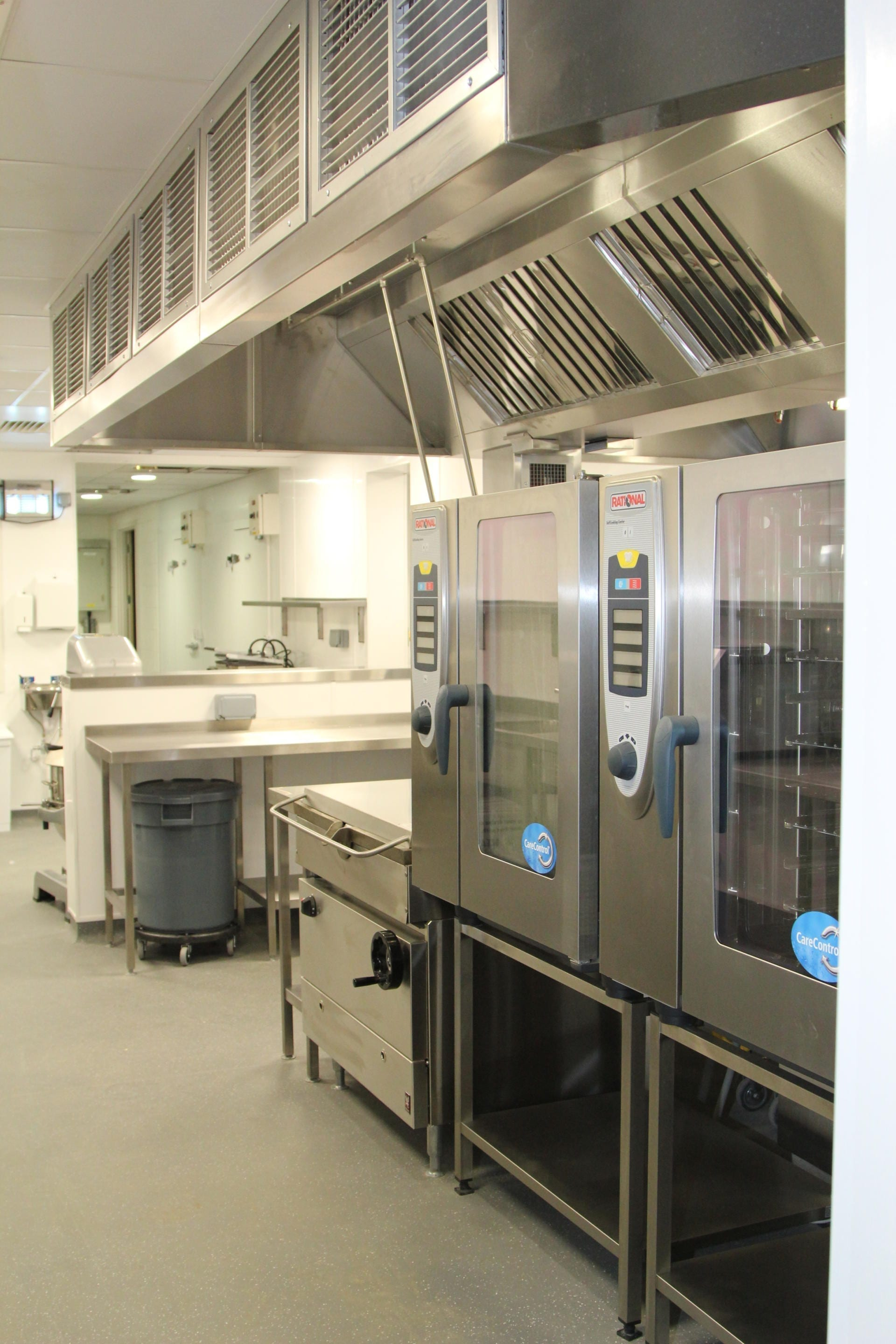 All_Saints_academy_Cheltenham_Commercial_Kitchen_Training_cookline_peninsula_spacecatering_8