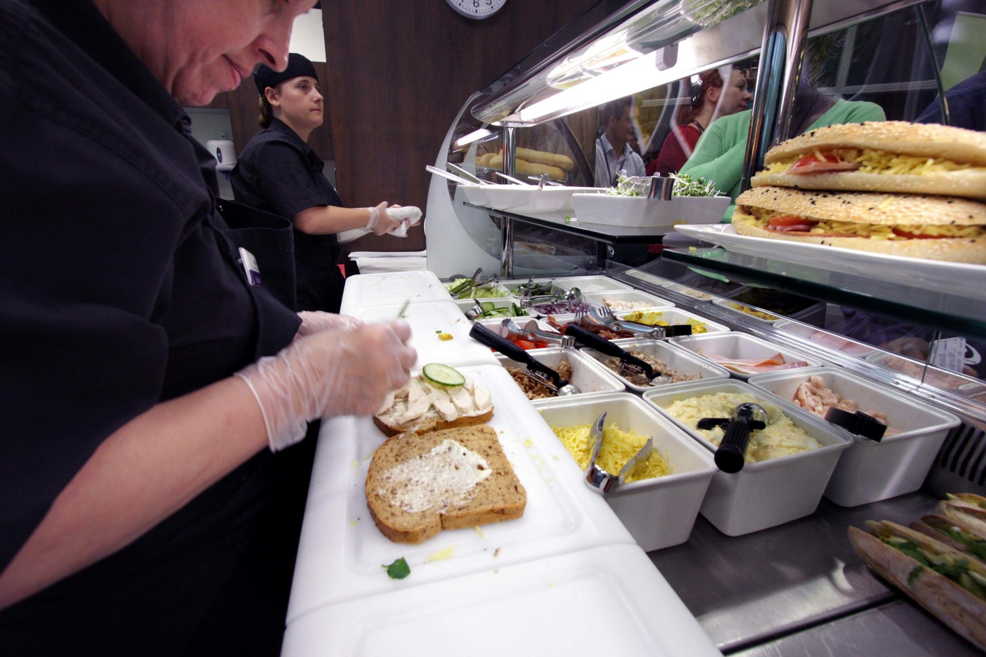 Mars-Sodexo-Slough-Staff-Severy-Front-of-house-Servery-Food-Display-spacecatering_11