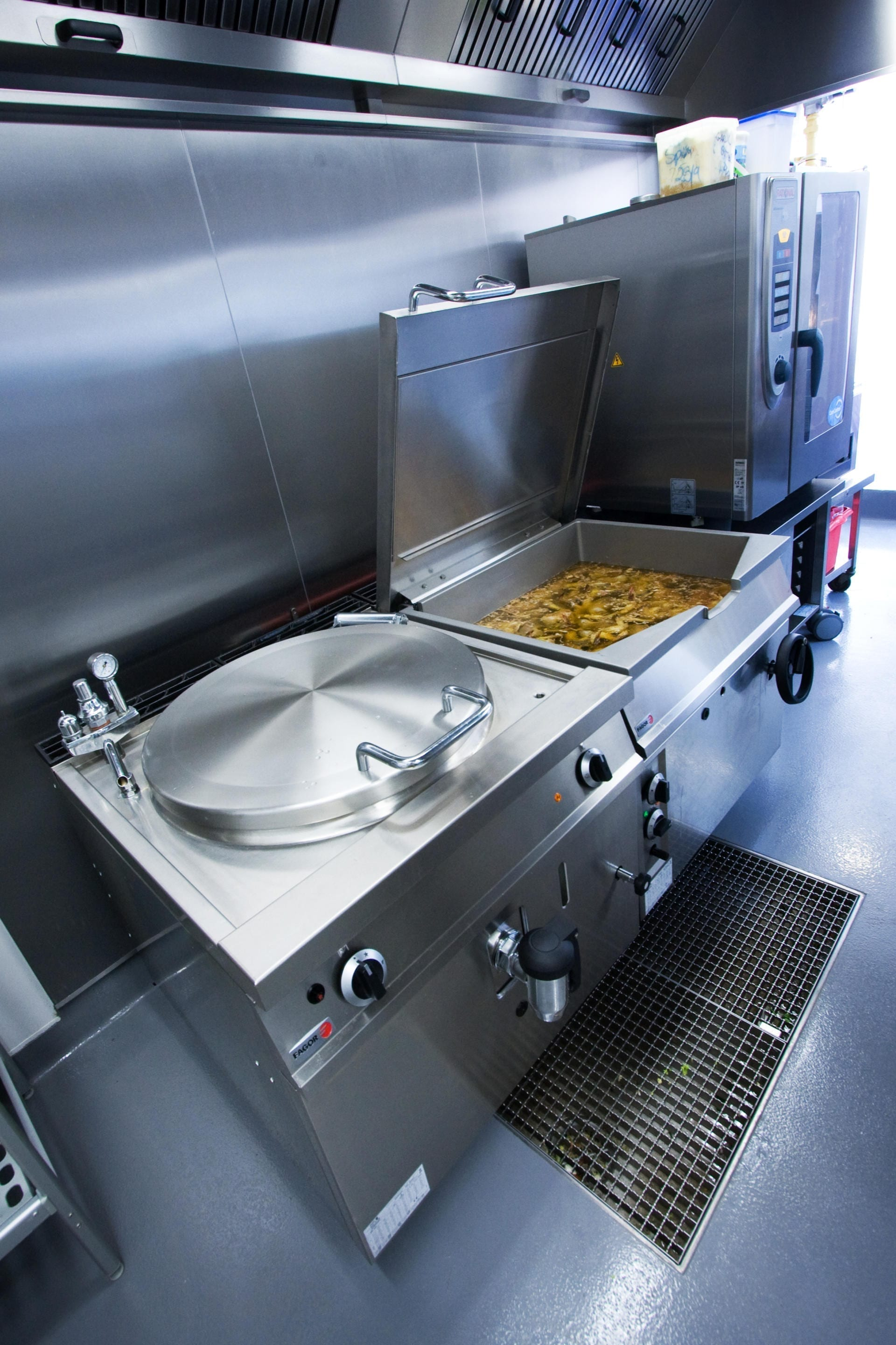 Ockenden-Manor-Hotel-Sussex-Restaurant-Kitchen-Fabrication-Stainless-Steel-Commercial-spacecatering_7