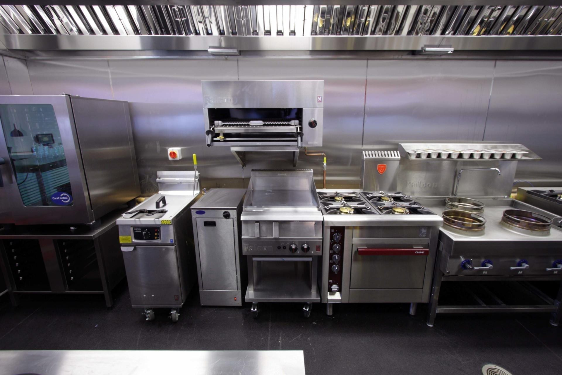 Oojam-Hemel-Hempstead-Indian-restaurant-and-kitchenFabrication-Stainless-Steel-Commercial-Kitchen-spacecatering_1